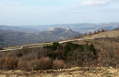 Motovun 10 km (central Istria) - Exclusive property, 10 570 m2 of land with fantastic views!