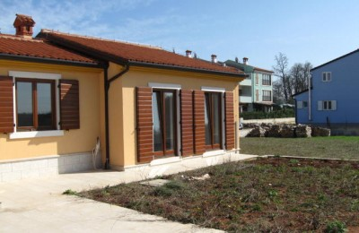 Buje and Slovenia 5 km - Commercial space - office with the possibility of conversion into a residential area