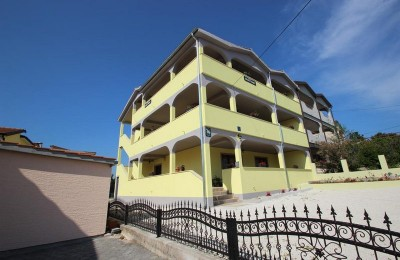 Porec 7 km - House with apartments for sale