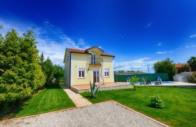 Porec 10 km - Beautiful detached house with swimming pool in a quiet location only 4 km from the sea