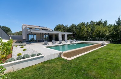 Porec 12 km, St.Lovrec - Modern villa on the edge of the village with a sea view