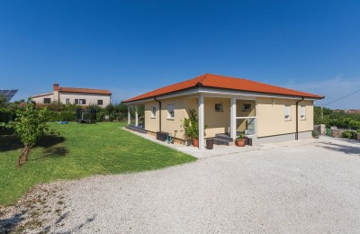 ROVINJ 18 km, Kanfanar - Detached house of 149 m2 + apartment of 32 m2