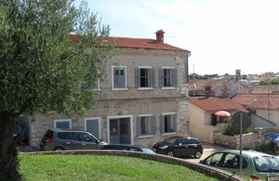 Vrsar - Semi-detached house with 2 bedrooms and a small garden!