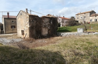 MOTOVUN 10 km - Detached old stone house for renovation!
